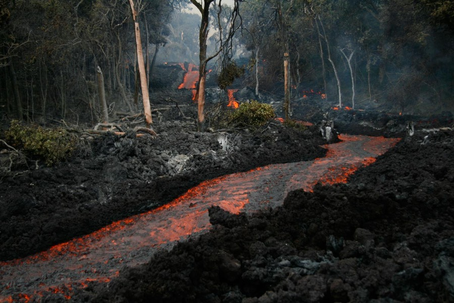 Leilani Estates, HI: Lava flow 10 miles from Leilani Estates