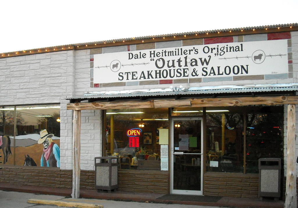 Hubbard, TX : Dale Heitmillers on Hwy 31