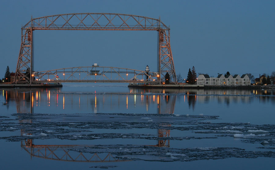 Duluth, MN : Aerial Lift Bridge - Spring Evening