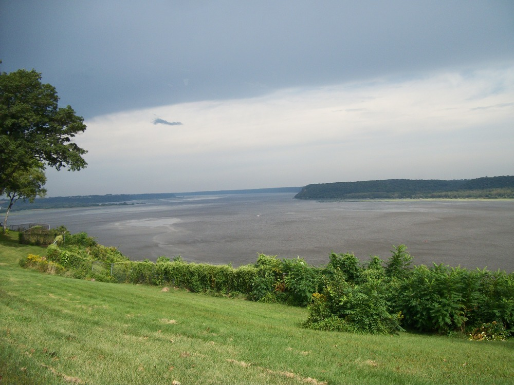 Dubuque, IA : upper mississippi river as seen from the back entrance of eagle point park in dubuque, ia