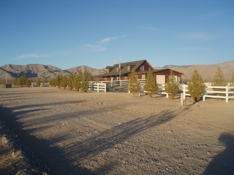 Sandy Valley, NV : Log House