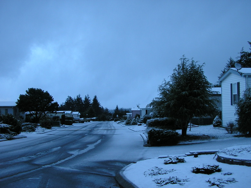 Coos Bay, OR : It does snow a little. Not enough for a big snowman, but enough to be cold!