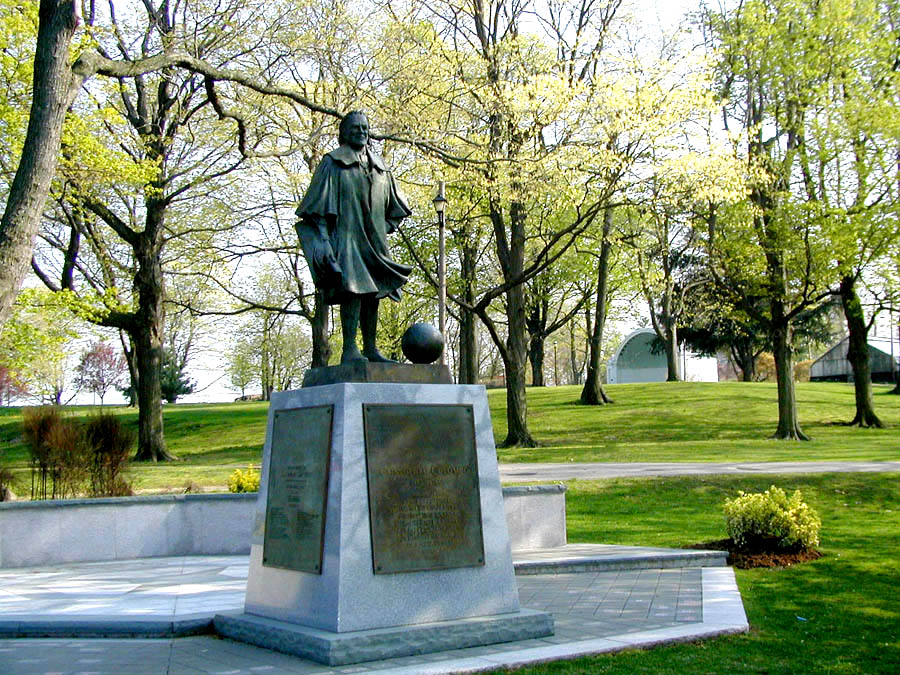 New Rochelle, NY : Statue of Christopher Columbus in Hudson Park