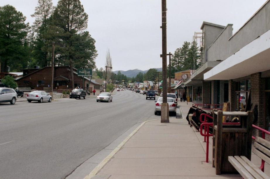 Ruidoso, NM : Mid-town business district.