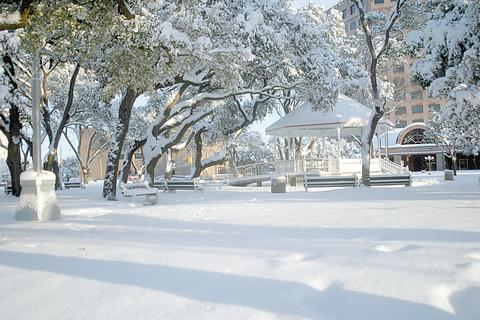 Victoria, TX: Downtown Gazeebo. December 25th, 2004. Snow In Victoria