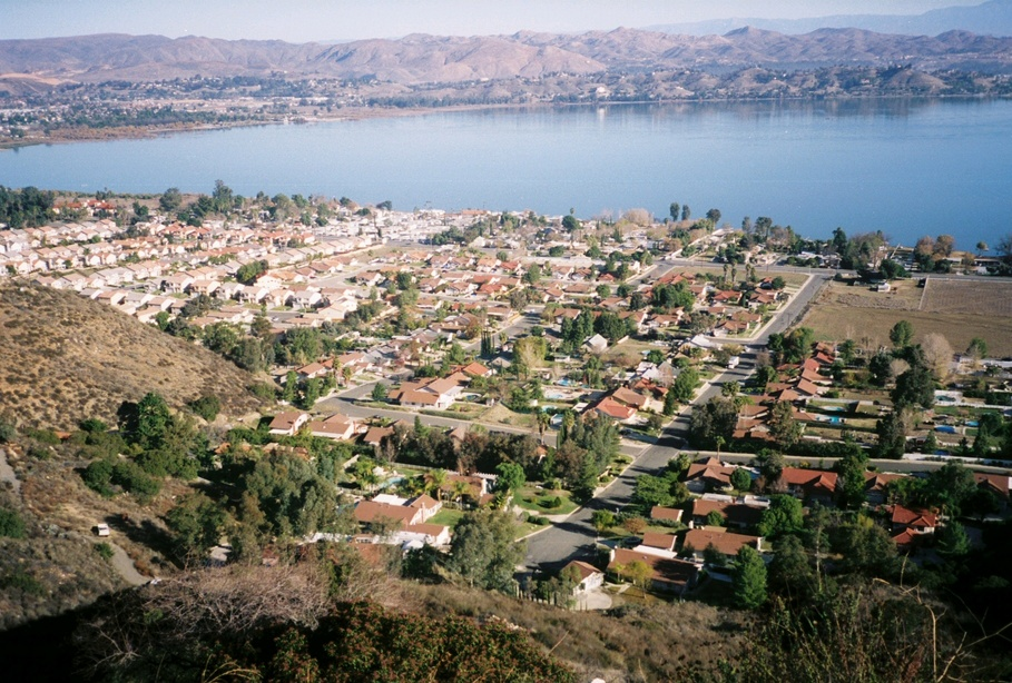 Lake Elsinore, CA : On State road 74 above Lake Elsinore, California January 2006