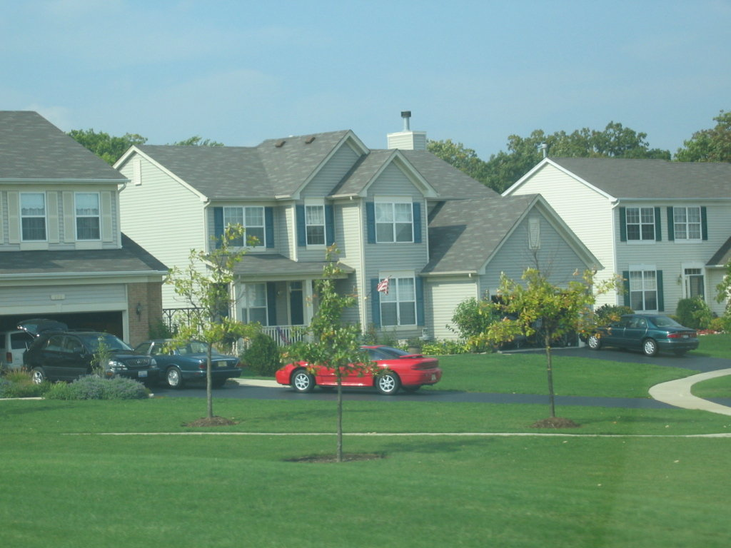 Lindenhurst, IL : Homes on Sand Lake Road