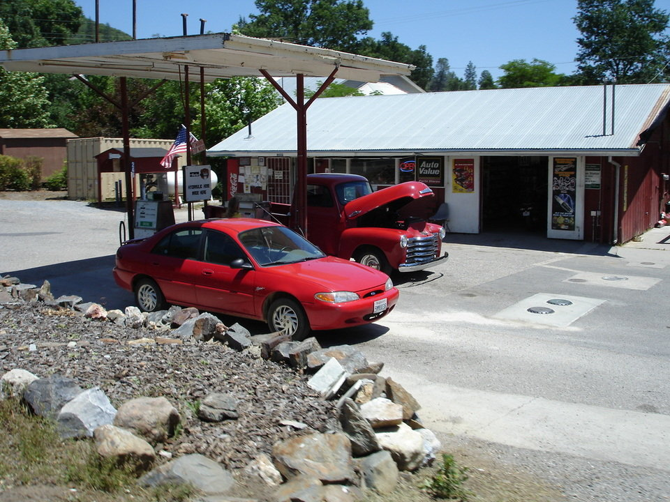 Mountain Ranch, CA : Gas Station