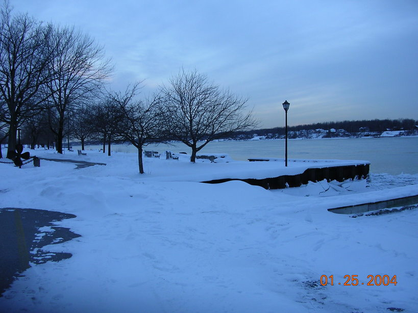 Tonawanda, NY : Niagara River in winter from Niawanda park in thetonawanda city