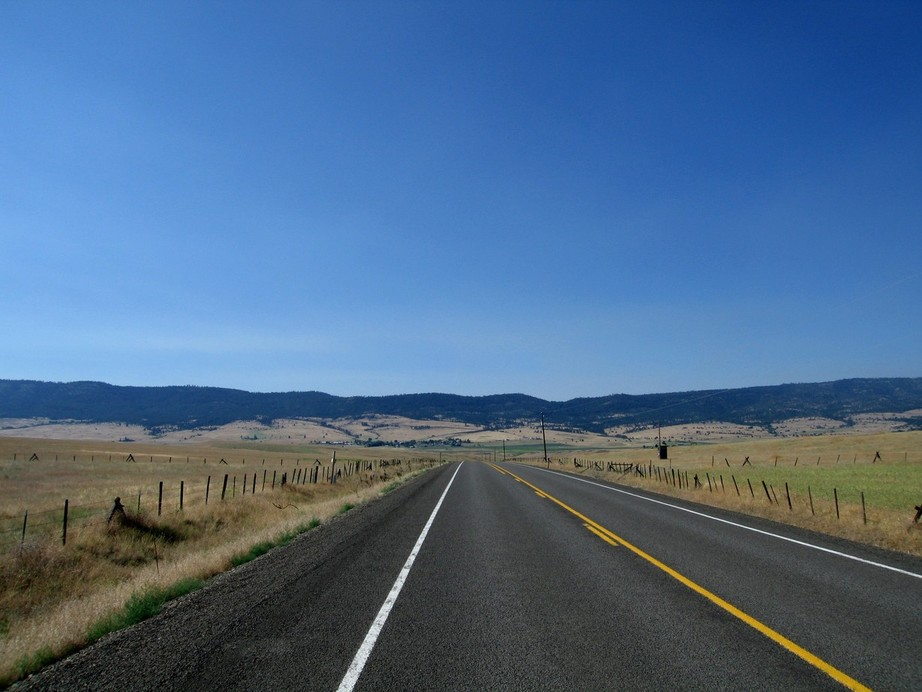 Long Creek, OR : Road out of town