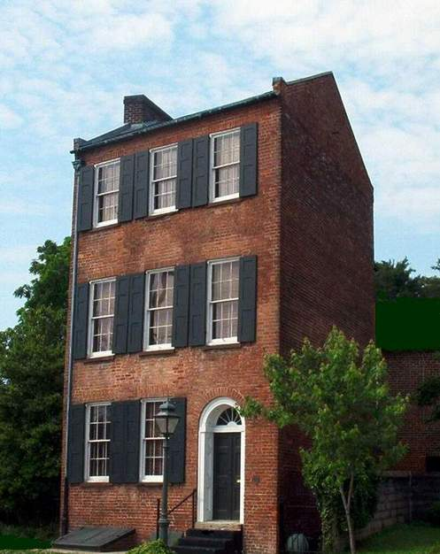 Petersburg, VA : Trapezium House. Built in 1817 by Charles O'Hara without parallel angles because he was told by a servant that such a house could not hold evil spirits.