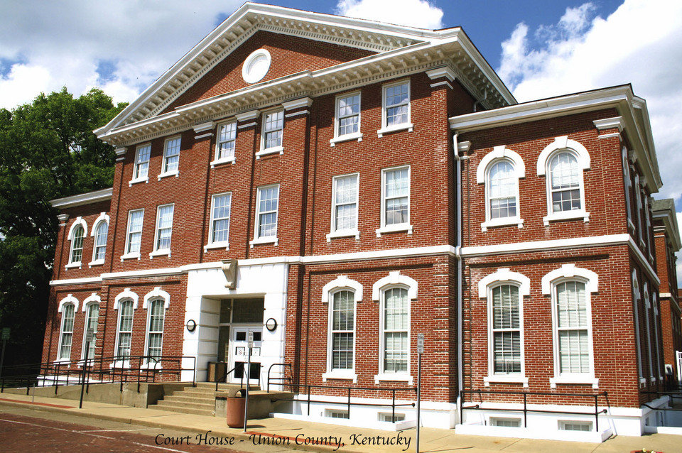 Morganfield, KY : Court House - Morganfield, KY
