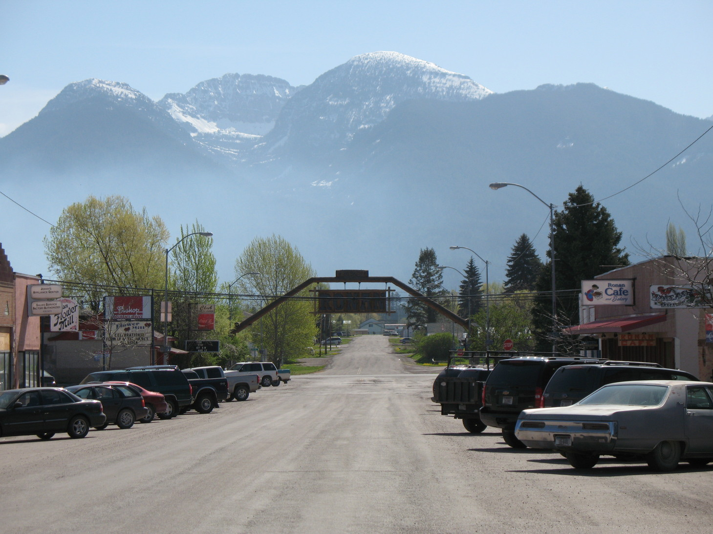Ronan, MT: Main St with Mission Mountains