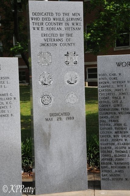 Scottsboro, AL : War memorial erected by the Veterans of Jackson County