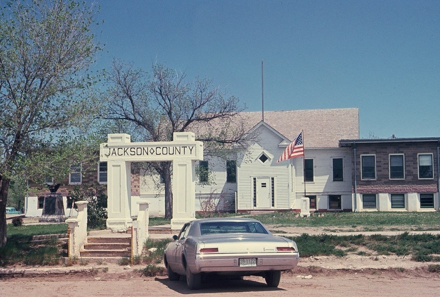 Kadoka, SD: Jackson County Courthouse on Mainstreet