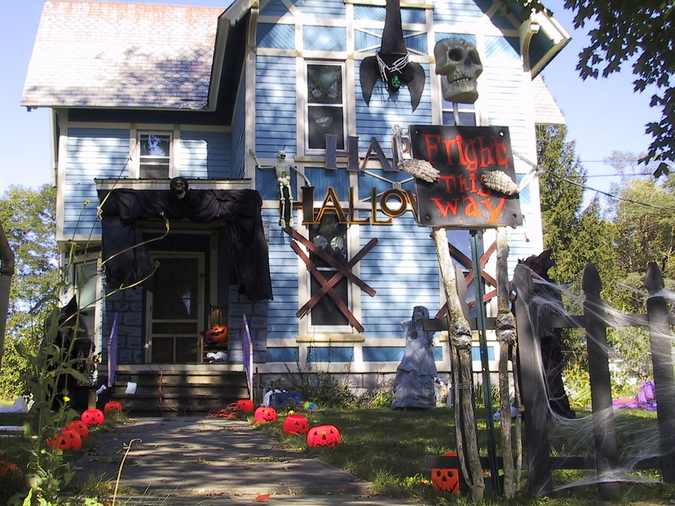 Worcester, NY: Home Dressed up for Halloween