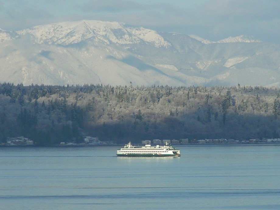 Edmonds, WA : Washington State FerriesWashington State Ferry - Early Winter Morning Following An Evening of Snowfall.