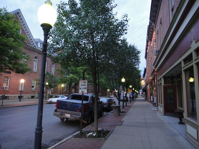 Clearfield, PA: Nice downtown street before dark