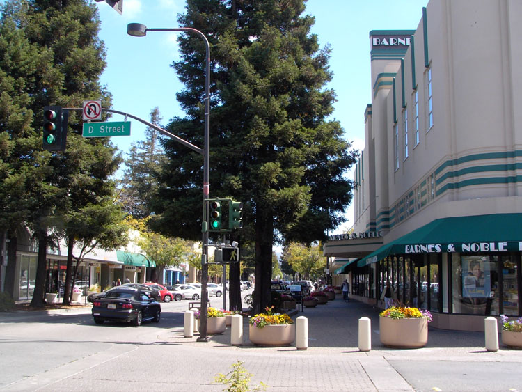 Santa Rosa, CA : Historic Rosenburg's Dept. Store, now a Barnes and Noble. Downtown Santa Rosa