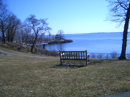 Larchmont, NY : Manor Park, overlooking the Long Island Sound, February 2004