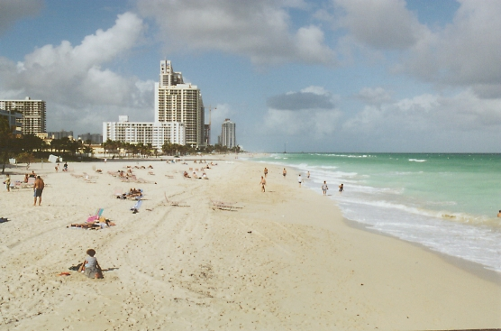 Sunny Isles Beach, FL : North of Sunny Isles beach pier