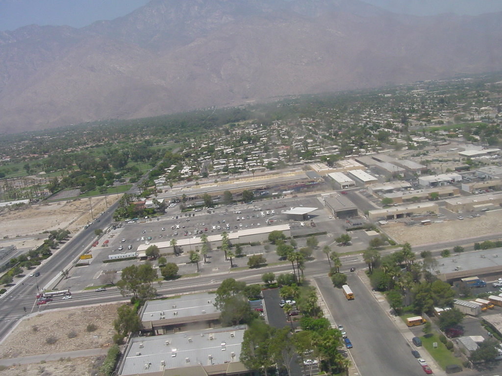 Palm Springs, CA : A view to the south from the descending airplane