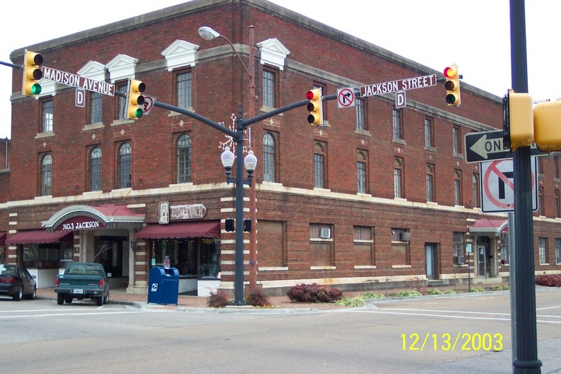 Athens, TN : On the corner of Madison and Jackson Aves in Athens, TN